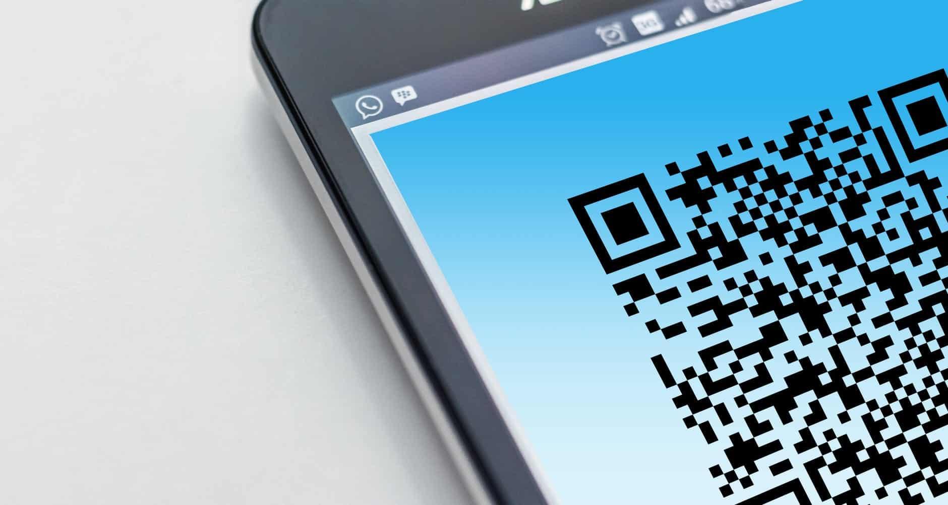 Covid-19-Zertifikat als QR-Code auf einem Smartphone